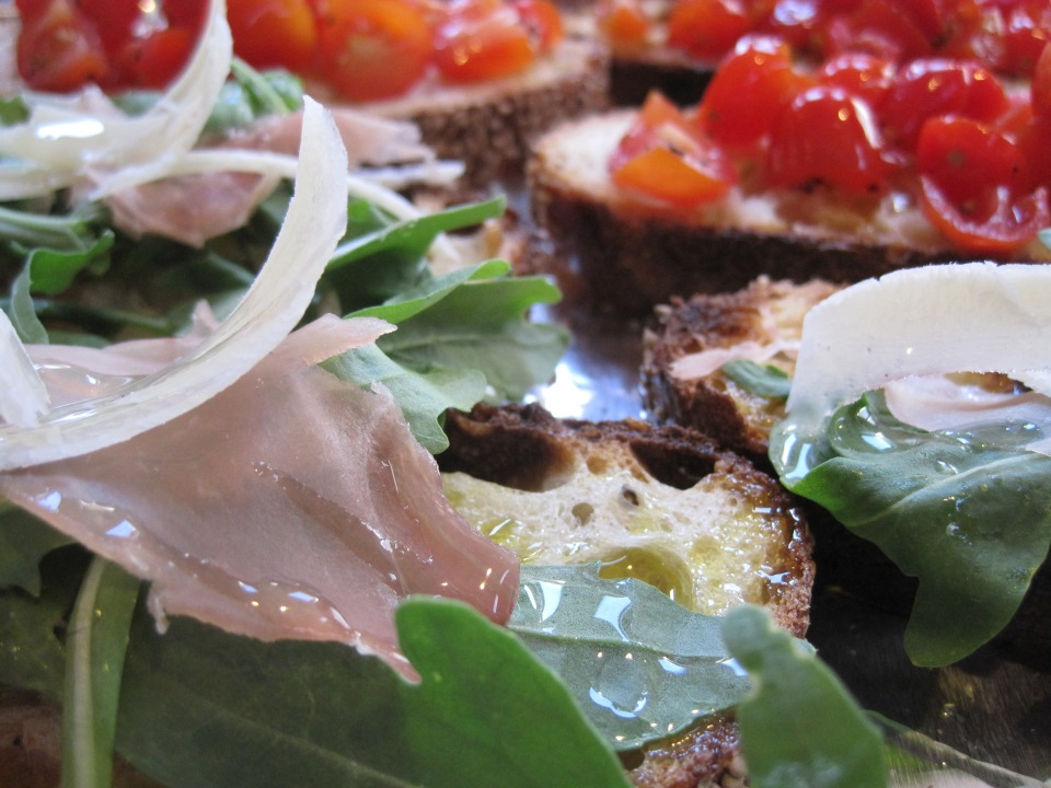 Two kinds: arugula with prosciutto and shavings of parmigiano, grape tomato with salt and olive oil